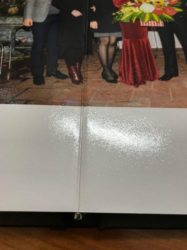 cạnh giữa album cưới